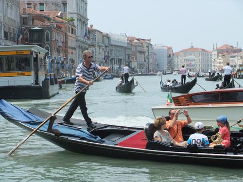 Gondoljär i Venedig